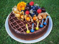 Čokoládový cheesecake k narozkám