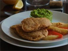 Treska se zeleninovými hranolky a hráškovým pyré
