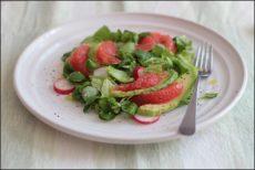 Salát z avokáda a červeného grapefruitu