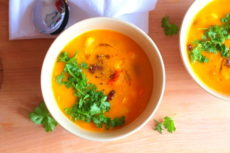 Dýňová polévka s červenými fazolkami