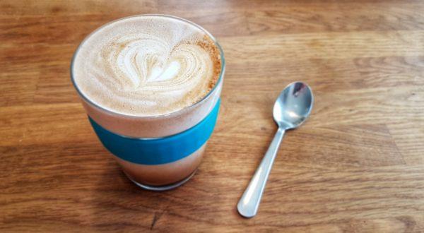 Šlehané (ne)mléko na domácí latté nebo kakao
