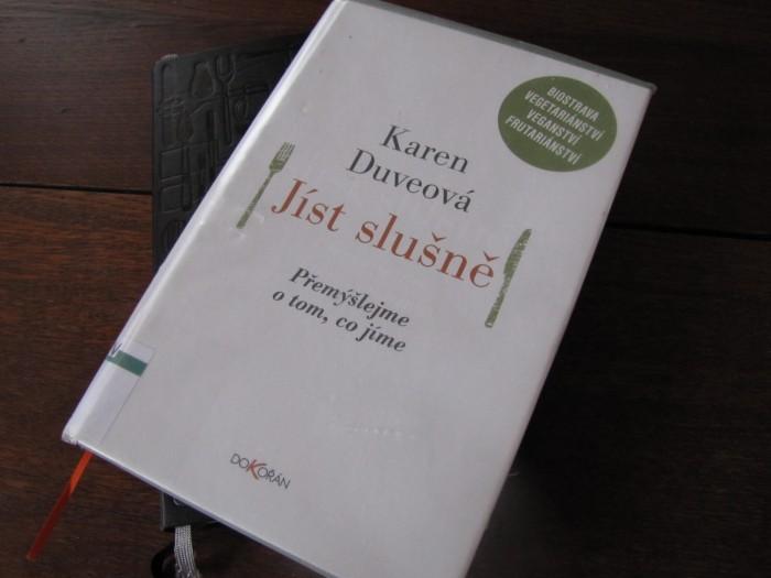 Karen Duveová – Jíst slušně (recenze knihy)