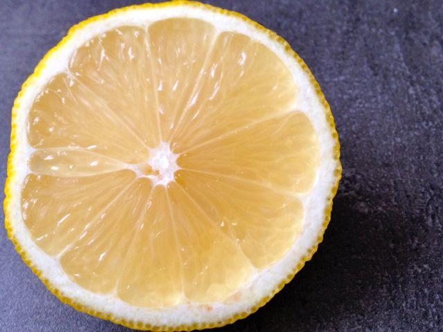 Citróny – chutnají kysele, působí zásaditě