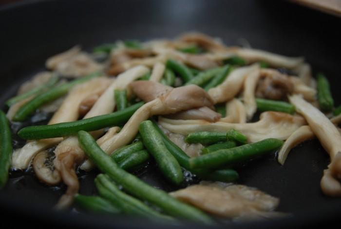 Zelené fazolky s hlívou