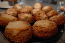 Obrácené hruškové koláče s vanilkovým medem