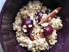 Porridge se švestkami a skořicí
