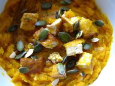 Marinované tofu s kumaro-dýňovým pyré