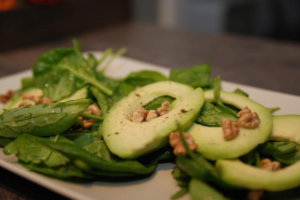 Salát s avokádem a špenátem