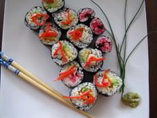 Domácí sushi je k letnímu obědu nejlepší