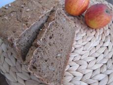 Žitný chleba se špaldovou krupicí a s ořechy